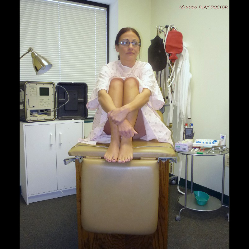 SCARLETT: Undressing - PLAY DOCTOR got the chance to use Mistress Fawn's exam room!